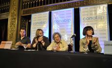 Silvio Lang, María del Carmen Bianchi, Griselda Gambaro y Laura Yusem escuchando a Cristina Banegas