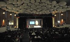 auditorio completo en el diálogo abierto con escritores de Iberoamérica