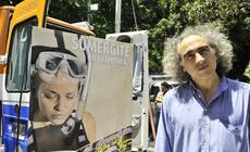 """El dibujante y humorista gráfico Miguel Repiso (REP) en el  lanzamiento de la campaña """"Sumergite en la Lectura """" ."""