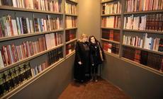 María del Carmen Bianchi junto a Lola Berthet en la inauguración del stand
