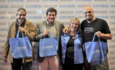 Eduardo Anguita, Gabriel Mariotto y Pablo Marchetti junto a la presidenta de la CONABIP María del Carmen Bianchi