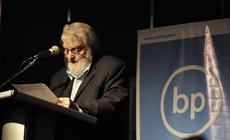 Osvaldo Bayer habla a las bibliotecas en la 37º Feria del libro de Buenos Aires