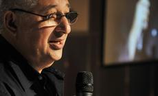 Adrian Paenza recibe la distinción del Premio Amigo de las Bibliotecas Populares