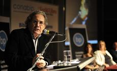 Conferencia de Ricardo Piglia en la 35ª Feria Internacional del Libro año 2009, en el marco del Encuentro Nacional de Bibliotecas Populares