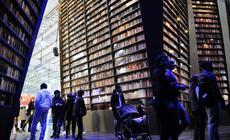 El publico ingresando a la biblioteca viviente de la CONABIP en el Pabellón Imaginación